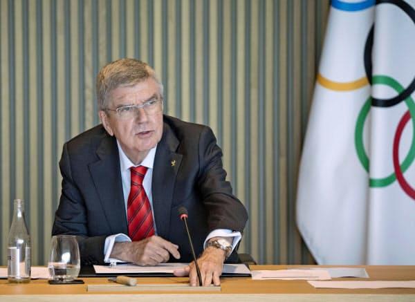 オンライン形式のIOC理事会に出席したバッハ会長(14日、ローザンヌ)=IOC提供・共同