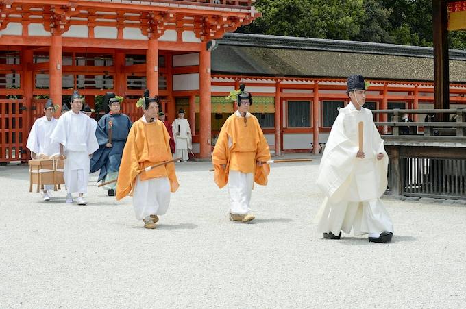京都・葵祭、神事のみ開催 行列は中止: 日本経済新聞