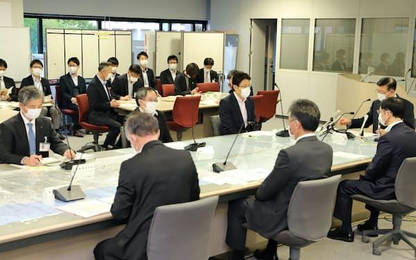 休業要請の全面解除を決めた秋田県新型コロナウイルス感染症対策本部会議(14日、秋田県庁)