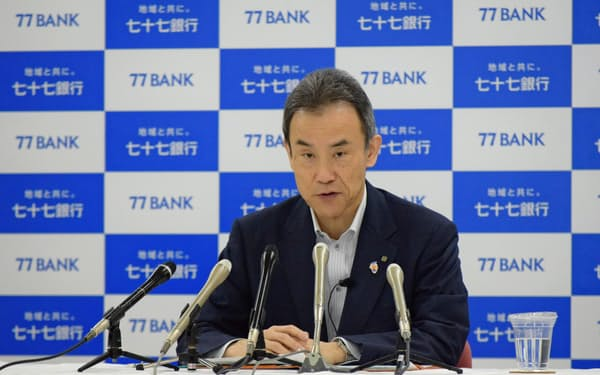 小林頭取は新型コロナを巡り「貸倒引当金は保守的に積んだ」と語った(15日、七十七銀行本店)
