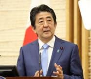 緊急事態宣言の延長を発表後、国民に協力を呼びかける安倍首相(4日、首相官邸)
