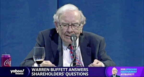 オンライン株主総会で発言するバフェット氏(2日、ネブラスカ州オマハ)=ロイター