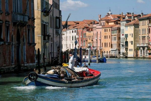 「水の都」と呼ばれる観光都市ベネチアへの訪問客は急減した=ロイター
