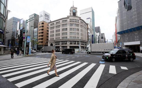 外出自粛要請で人通りの少ない銀座4丁目交差点(3月28日、東京都中央区)