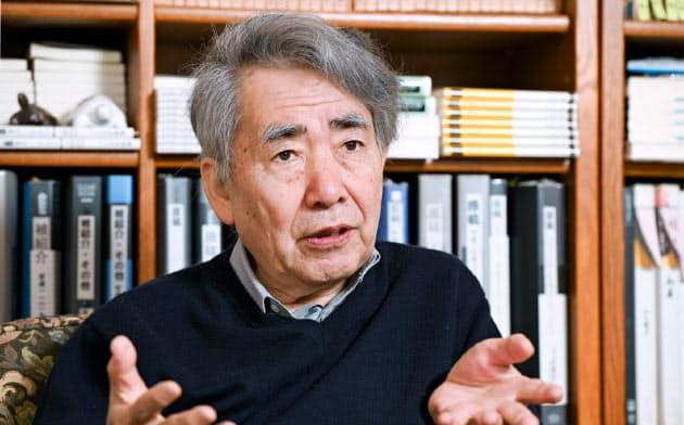 ながた・かずひろ 1947年滋賀県生まれ。細胞生物学者。京都大名誉教授。著書に「近代秀歌」「歌に私は泣くだらう」など、妻・河野裕子との共著に「京都うた紀行」。