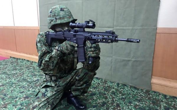 「20式5.56ミリ小銃」は排水性や耐塩害性、耐さび性が高い(18日、防衛省)