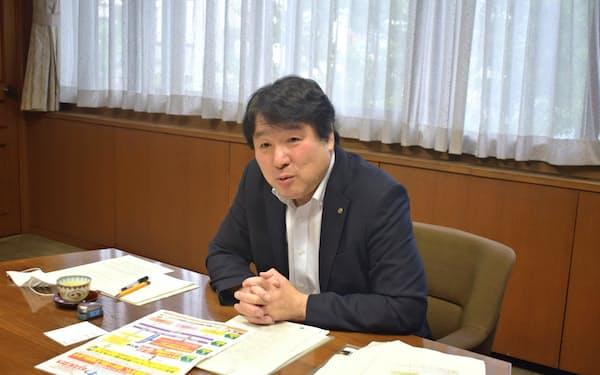 斉藤猛区長は区内で一貫して支える体制づくりに注力する(江戸川区役所)