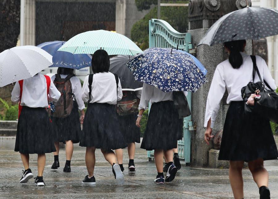 新型コロナ:福岡県立高校で「分散登校」 2カ月半ぶり再会に笑顔: 日本 ...