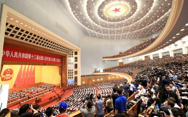 今年の全人代は例年とは違う様相に(2019年3月の北京の人民大会堂、横沢太郎撮影)
