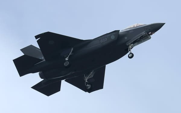 戦闘機を組み立てる三菱重工業など幅広い企業が「コア業種」に入った