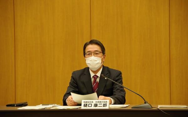 東北電力の樋口社長は今期業績見通しについて「影響を合理的に算定するのは困難」と説明した(4月、仙台市)