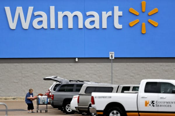 米ウォルマートのネット売上高は2~4月に74%伸びた=AP