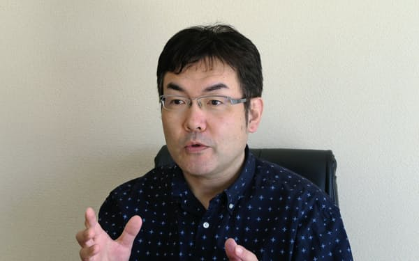わごう・りょういち 1968年福島市生まれ。東日本大震災の直後、ツイッターに連続投稿した「詩の礫」が反響を呼ぶ。詩集「QQQ」で昨年、萩原朔太郎賞を受賞。=写真は和合氏提供