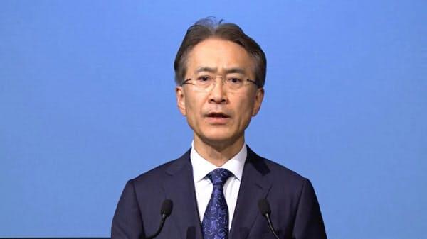 19日の経営方針説明会で戦略を説明する吉田憲一郎社長