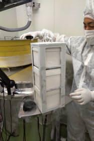 ES細胞から作製した肝細胞を冷凍保存している=国立成育医療研究センター提供