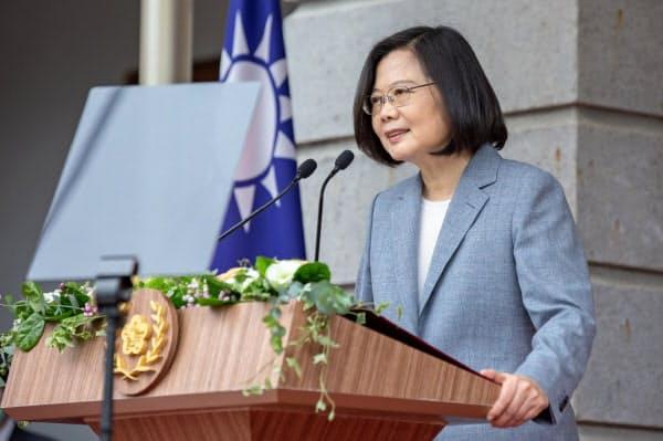 2期目の就任式で演説する台湾の蔡総統(20日、台北)=AP