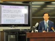 5月補正予算案の基本方針などを説明する京都府の西脇隆俊知事(20日、京都府庁)