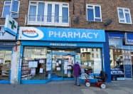 ドクター・レディーズは欧米で後発薬の販売を伸ばした(英国の薬局)=ロイター