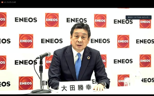 テレビ会見に臨むJXTGエネルギーの大田勝幸社長
