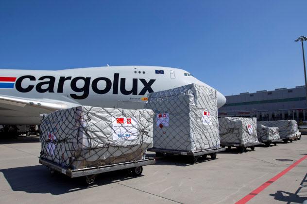 航空貨物需要も落ち込んでいる(4月、ジュネーブ空港)=ロイター