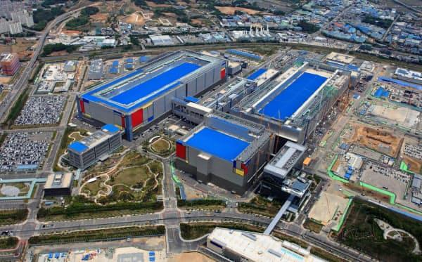ソウル郊外の平沢事業場では、最先端半導体を手掛ける工場棟の建設が進む