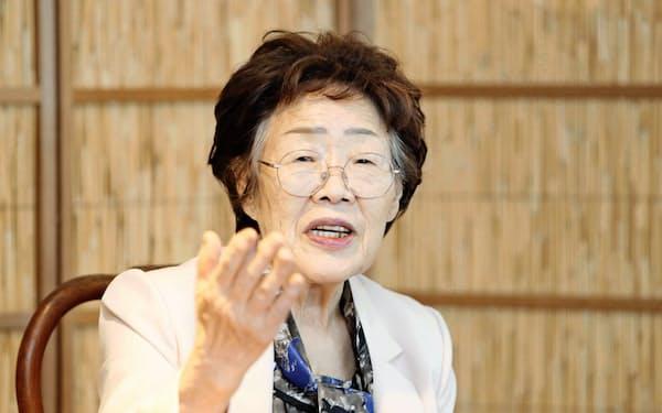 李容洙さんは米議会で被害を証言し、映画のモデルにもなるなど元慰安婦支援活動の象徴的な存在だった(7日、大邱での記者会見)=聯合・共同