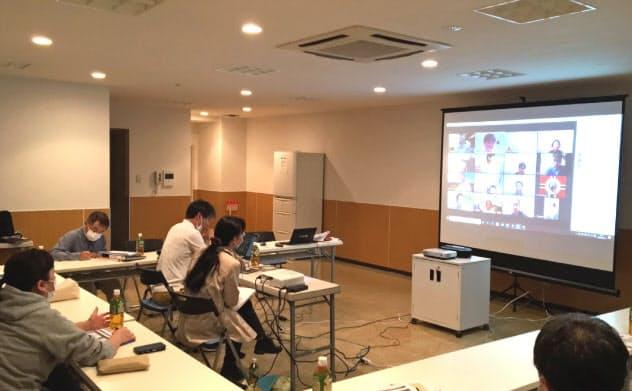 オンラインと対面の両方で参加できるようにしたブラウシアの理事会(千葉市)