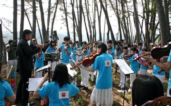 SKOは東日本大震災などの災害被災地で演奏会を開いている(2011年、岩手県釜石市)