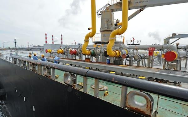 中東からの原油を降ろすタンカー