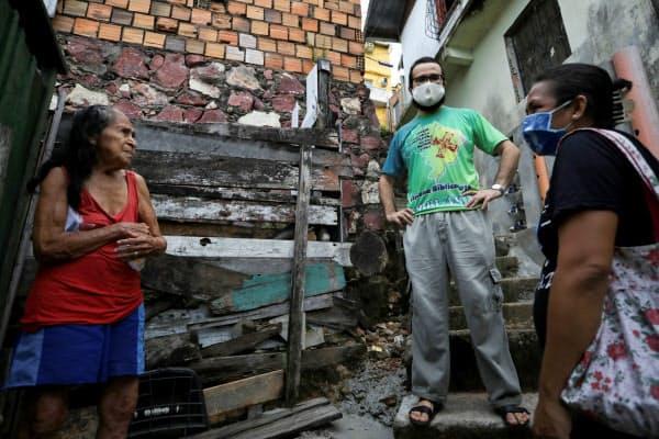 低所得者層が多く、感染の実態を把握するのが難しい(5月、ブラジル)=ロイター