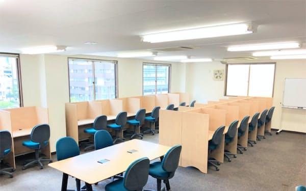 社会人によるレンタル自習室の利用も見込む(加瀬倉庫の自習室)