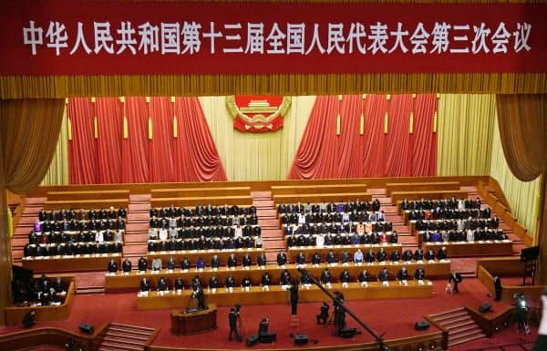 22日開幕した全人代は香港国家安全法の制定を発表した=共同