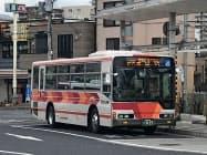 4割減便を継続する帝産湖南交通の路線バス(22日、大津市内)