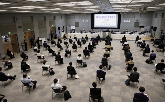 イオンは100人の入場制限を設けて総会を開いた(22日、千葉市)