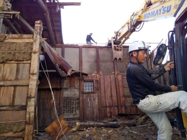 明治時代の浸水痕が見つかった富岡さんの蔵。昨年7月に解体された(岡山県倉敷市真備町)