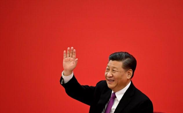 「中国式」が強権国家をひき付ける(2019年12月のビデオ会談でロシアのプーチン大統領に手を振る習近平国家主席)=ロイター