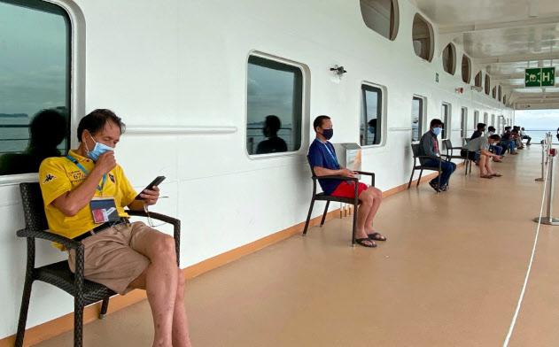 クルーズ船の外国人労働者は1日に45分間、部屋の外で休憩できる