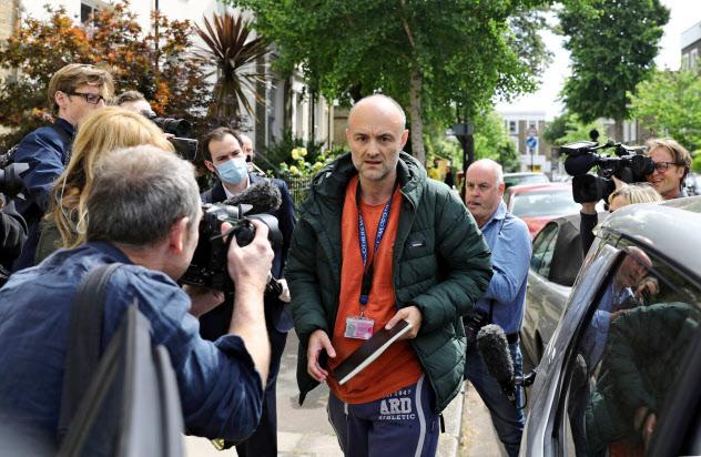 ジョンソン英首相の側近、カミングス上級顧問による外出制限中の長距離移動にはメディアの批判も強まっている(ロイター)