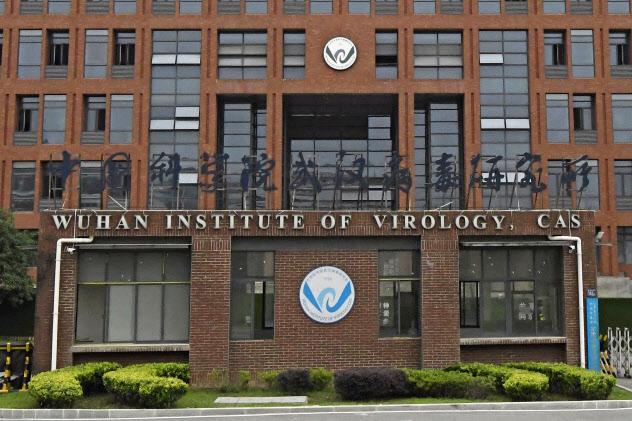 中国科学院武漢ウイルス研究所=20日、中国・武漢(共同)