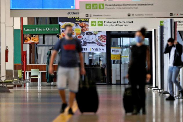 ブラジルは一大感染地となっている(24日、ブラジリアの空港)=ロイター