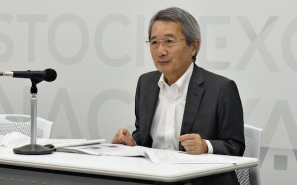 2020年3月期決算を発表するサンゲツの安田正介社長(19日、名古屋証券取引所)