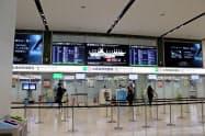 緊急事態宣言が全国で解除された25日、福岡空港は閑散としていた(福岡市)