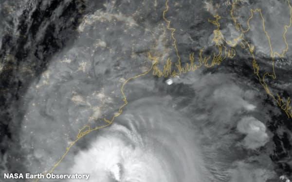 インドやバングラデシュを襲ったサイクロン「アンファン」(NASA Earth Observatoryの画像から)
