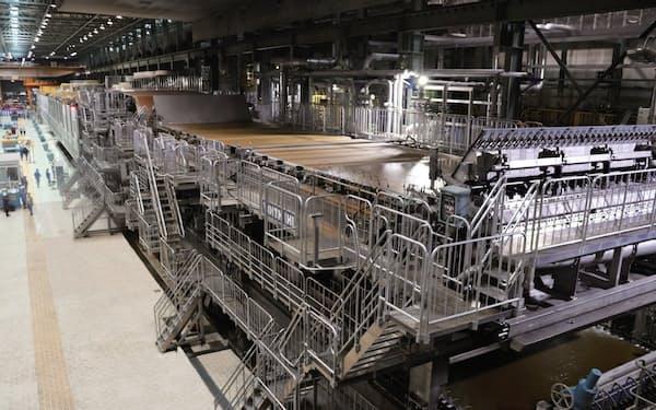 大王製紙は需要の縮む洋紙からのシフトを進める(愛媛県四国中央市の三島工場)