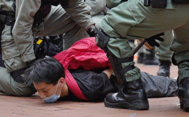 24日には国家安全法に反対する数千人規模のデモがあった(香港)=AP