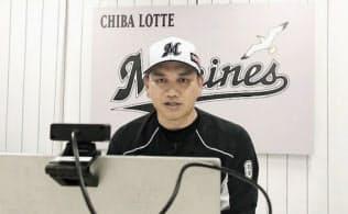 オンラインでの取材に応じるロッテ・井口監督(25日、ZOZOマリンスタジアム)=球団提供・共同