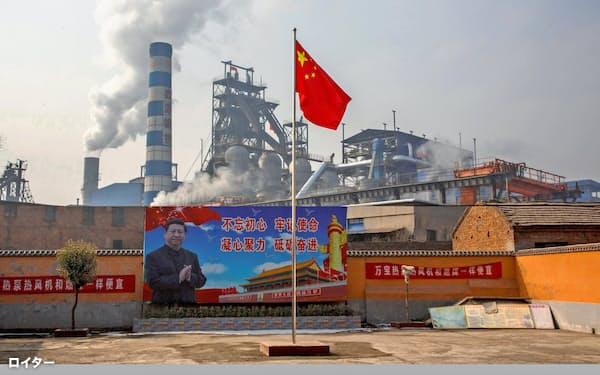 中国の鉄鋼業界の生産は回復している(河南省の製鉄所)=ロイター