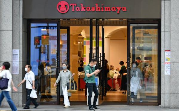 高島屋大阪店は18日に衣料品売り場などの営業を再開した