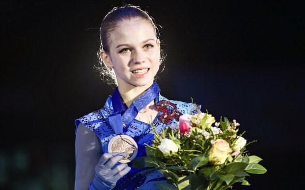 フィギュアスケートの欧州選手権女子で3位だったロシアのアレクサンドラ・トルソワ(1月、オーストリア・グラーツ)=タス共同