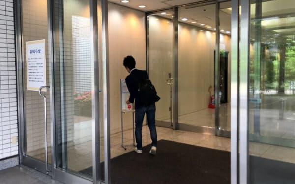 シェアオフィス利用者は入室する前に念入りに手の消毒をしていた(東京都品川区)